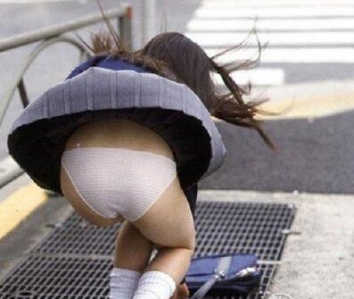 发福利:风吹起女生的裙子