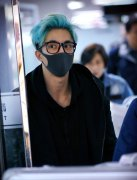 薛之谦头发颜色蓝灰色图片