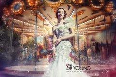 新娘唯美图片_旋转木马下的新娘