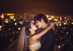 温馨甜蜜情侣婚纱照_让我们拥抱最美未来