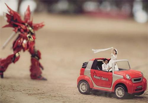 小小新娘新郎创意图片_趣味十足的婚纱情侣