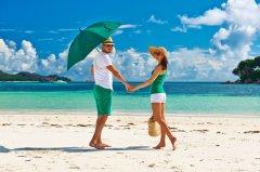 沙滩边情侣图片_温馨浪漫的情侣