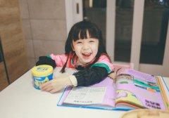 清新可爱小童模图片_漂亮哈琳太呆萌