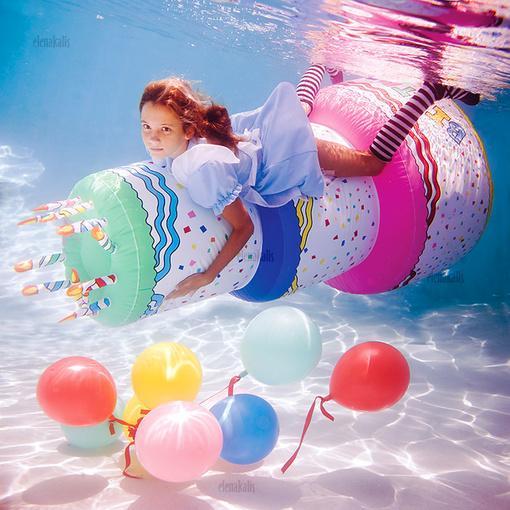 气球在水下的浪漫图片